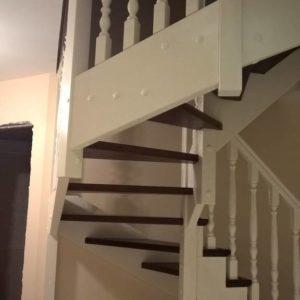 Лестница из бука на 180 градусов