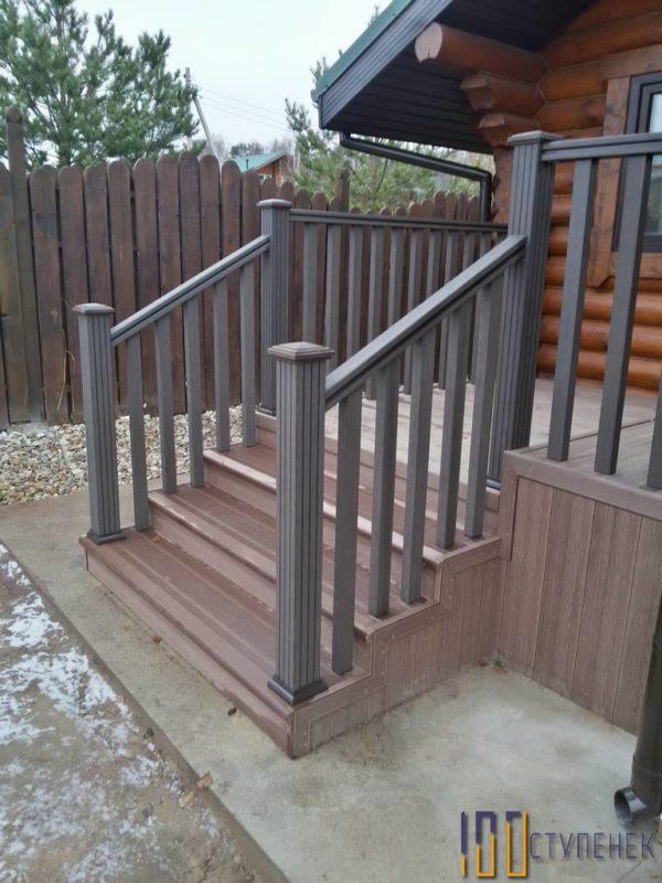Лестница на металлокаркасе и пластике