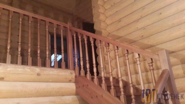 Лестница из бука на 180
