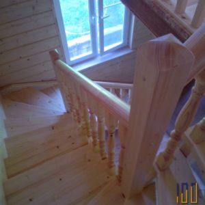Поворотная лестница на 180 градусов с забежными ступенями