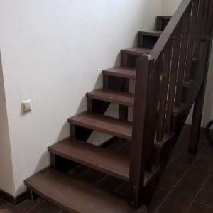 Лестница из бука и сосны для дома