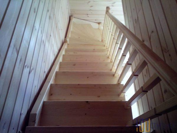 Лестница на второй этаж на 90