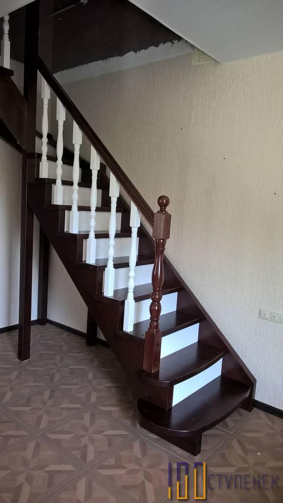 Лестница из сосны с забегом