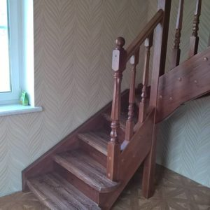 Лестница из сосны на 90