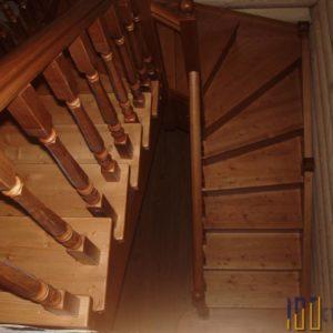 Лестница из сосны 180 градусов