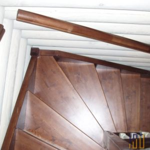 Лестница на тетивах Г-образная