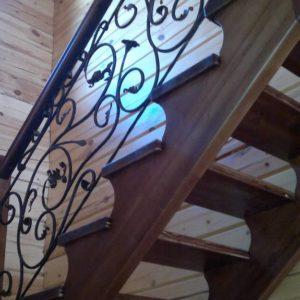 П-образная лестница с забегом