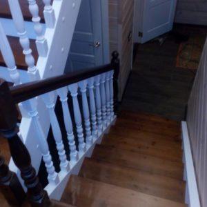 П-образная лестница из бука и сосны
