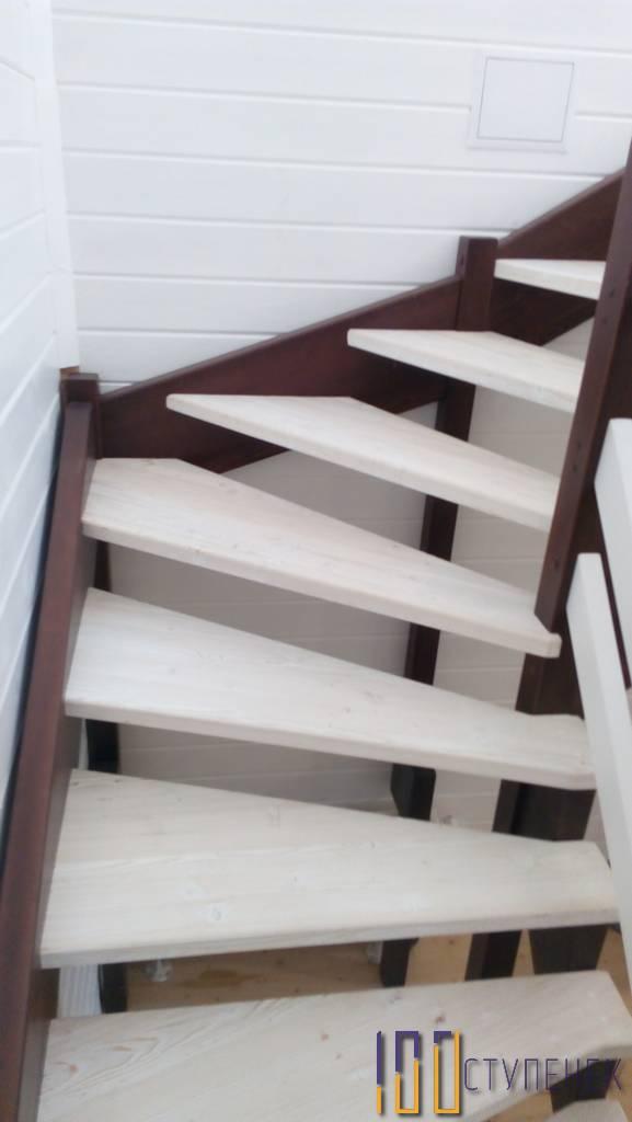 Лестница на второй этаж П-образная
