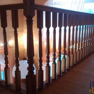 Перила лестницы с балясинами