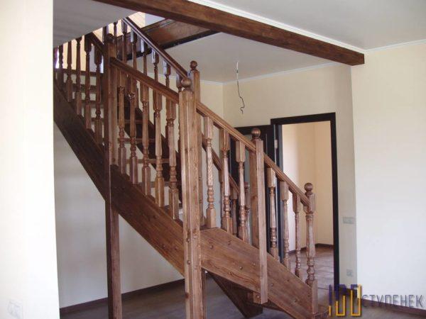 Лестница Г-образная из сосны