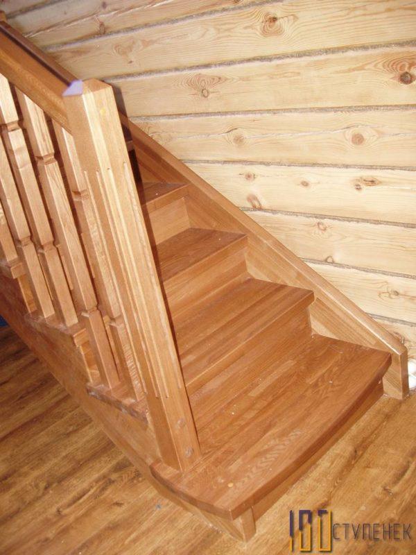 Дубовая лестница П-образного типа
