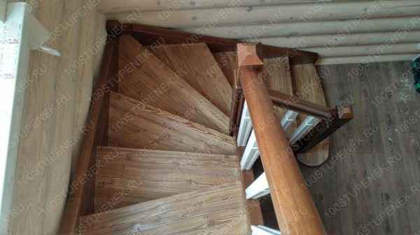 Лестница из сосны под заказ