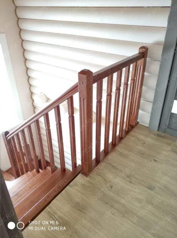 Перила деревянной лестницы