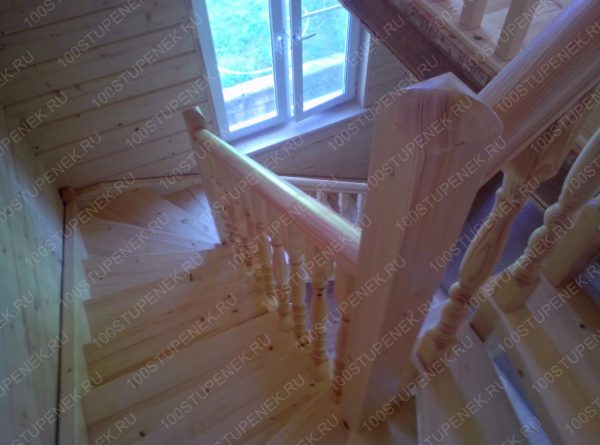 Забежная лестницы в дом