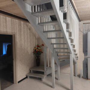 Белая лестница