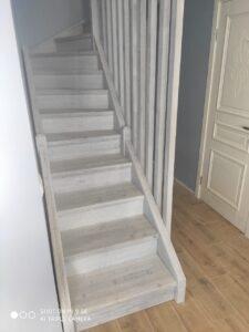 Светлая лестница на заказ